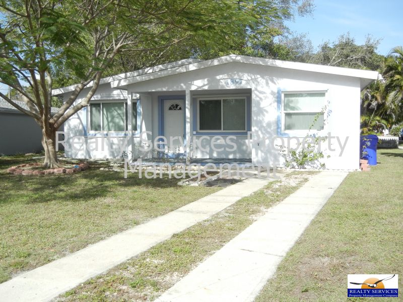 House for Rent in OFF OF  US 41 EDISON MALL AREA
