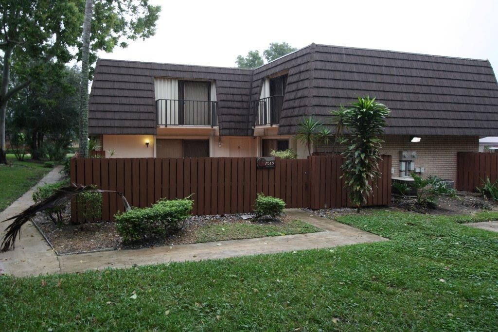 House for Rent in HERITAGE VILLAGE OF P B LAKES