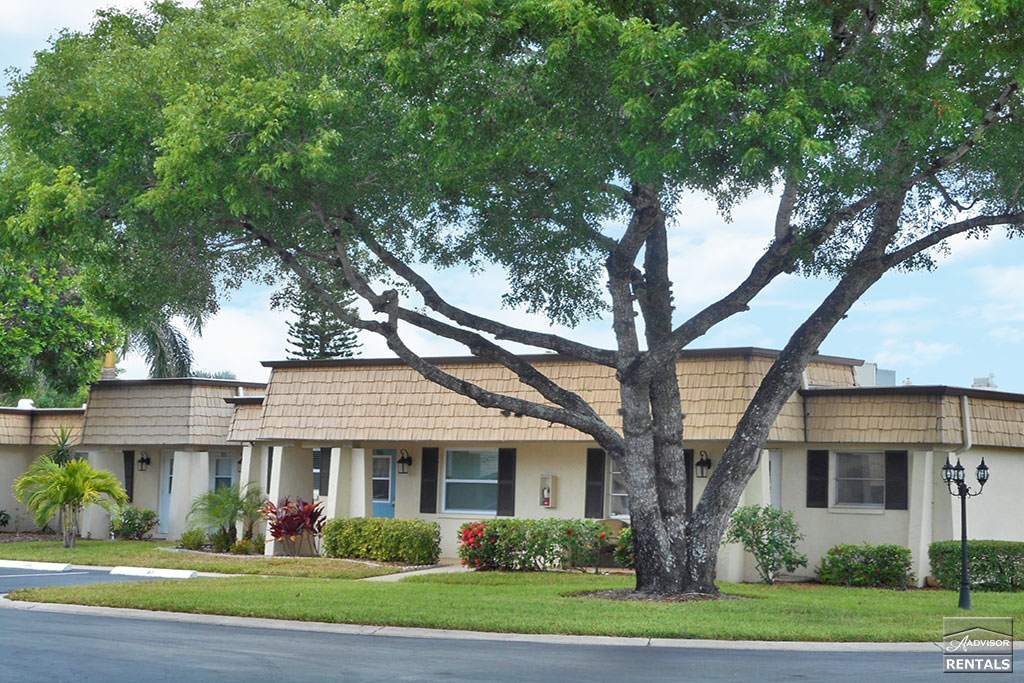 Condo for Rent in Cypress Lake Gardens