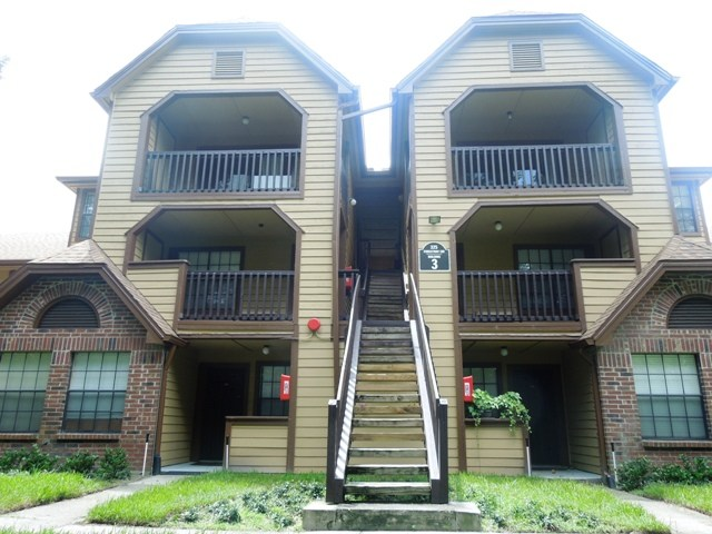 Condo for Rent in Lakewood Park