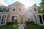 Great 2/2.5 townhome in gated Drayton Park