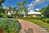 221 2nd Ave N, Naples, FL 34102